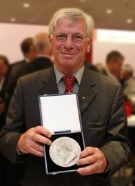 Siegbert Holderried, seit 2006 Ehrenmitglied des VDD, ist im Alter von 74 Jahren verstorben, drupa