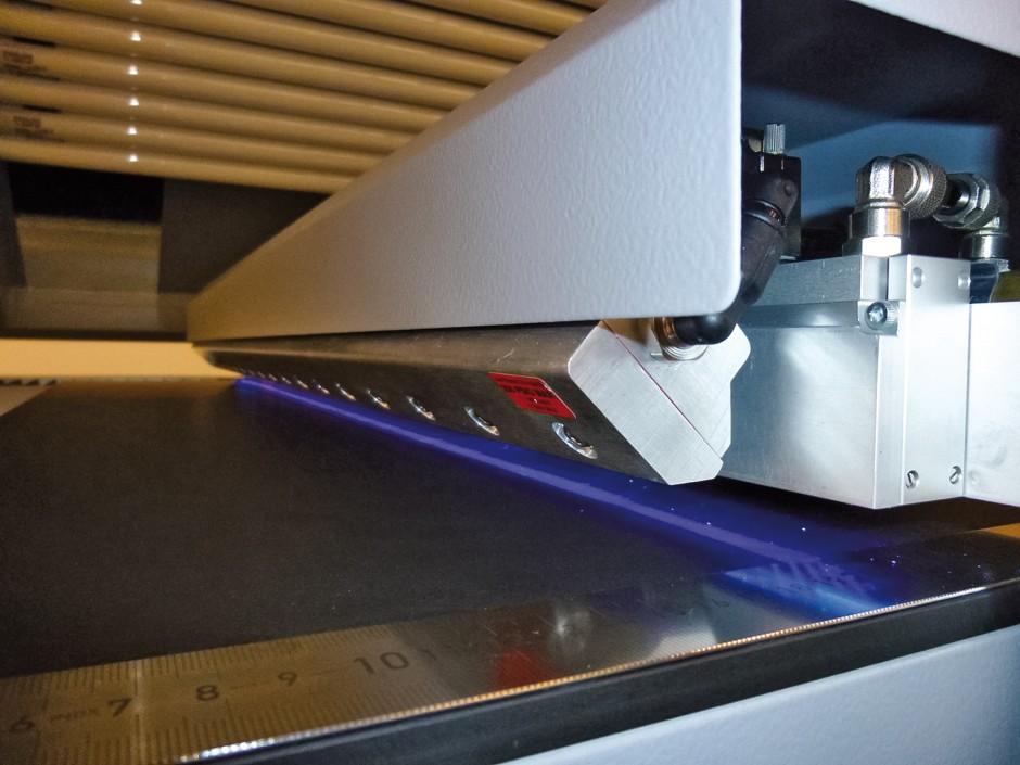 nyloflex Next Exposure mit UV-A LEDs und darüber liegenden UV-A Röhren