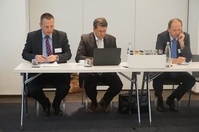 Von links nach rechts: Heiko Witzke, Pressesprecher HP Indigo für Deutschland und Österreich, Erik Brammer, Product Manager Commercial Sheet-fed Presses HP Graphics Solutions und Jürgen Freier, Regional Business Manager DACH bei HP Indigo