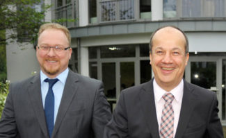 Die neuen Vertriebspartner von Asahi: Thorsten Fuest (links), Vertriebsleiter Flexo und Reinhart Dortschy (rechts), Geschäftsführer, Dortschy GmbH & Co KG
