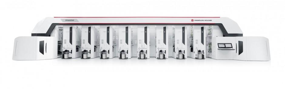 Die neue Dynastar: Als Achtfarben-Version benötigt die Tiefdruckmaschine lediglich eine Grundfläche von rund 22x4 m bei einer Hallenhöhe von 4 m