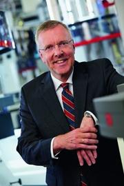 Dr. Jürgen Vutz, Vorsitzender der Geschäftsführung bei W&H, sieht die zunehmende Intelligenz der Maschinen als gutes Beispiel für die Evolution hin zur Fertigung der Zukunft