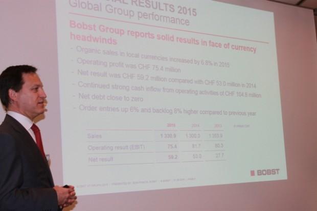 """Auf der Pressekonferenz """"Bobst is leading innovation at drupa"""" präsentierte Jean-Pascal Bobst auch die aktuellen Kennzahlen seines Konzerns"""