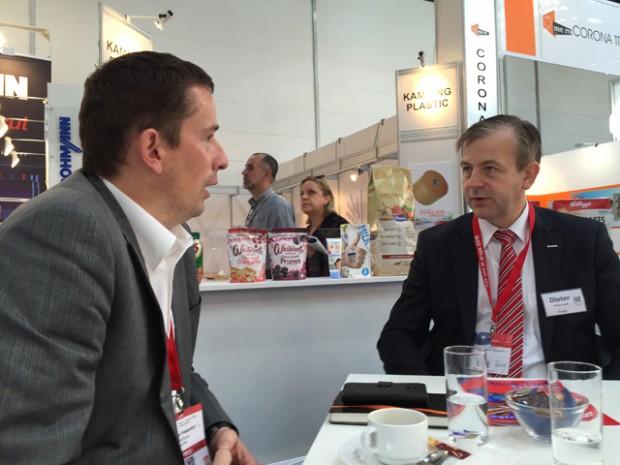 Dr. Niederstadt, Asahi Photoproducts, im Gespräch mit Flexo+Tief-Druck