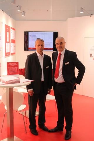 Andreas Willeke (links), Sales Manager Germany und Stuart Mitchell (rechts), Business Development & Export Sales Manager geben Einblicke in die laufenden Projekte des Rasterwalzenherstellers