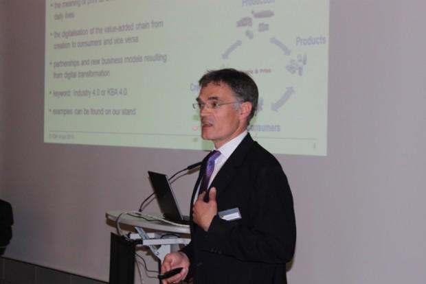 Claus Bolza-Schünemann, Vorstandsvorsitzender Koenig & Bauer AG, referiert zur Strategie seines Unternehmens mit Blick auf den Verpackungsmarkt