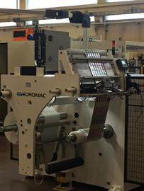 BST eltromat zeigt sein System iPQ-Check auf der K 2016 an der Doktormaschine Euromac CB800