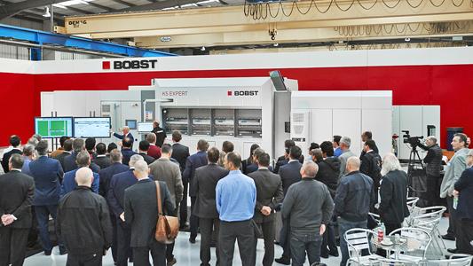 Markteinführung der neuen Bobst K5 Expert Vakuum-Metallisiermaschine auf der Hausmesse bei BOBST Manchester